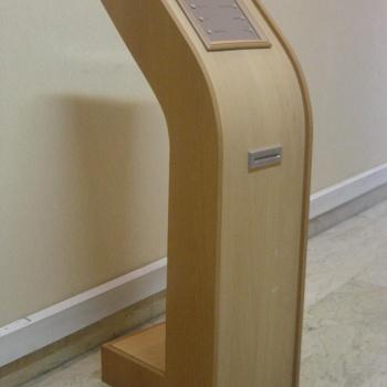 استند چوبی سیستم نوبت دهی نداپرداز